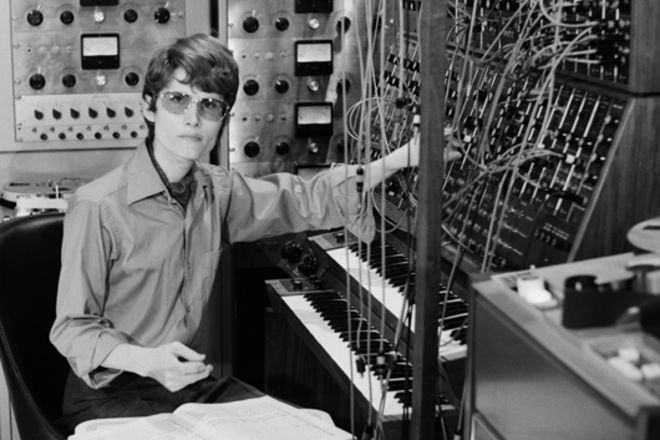 walter-wendy-carlos-moog-synthesizer-late-60s.jpg